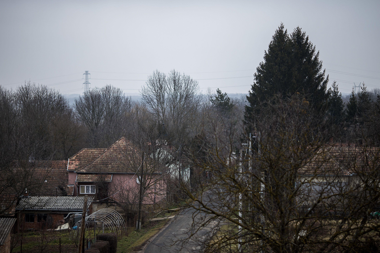 kezeli a falu pikkelysömörét)