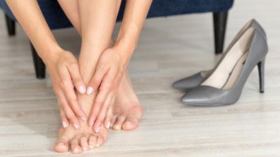 vörös láb jelent meg a lábán járás után)