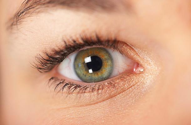 hogyan kell kezelni a szem vörös foltját vörös foltok a hónalj és az alsó has alatt