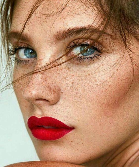 vörös napfoltok jelennek meg a bőrön arc piros foltokban fürdés után mi ez