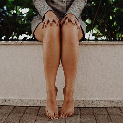 Miért van karcolva a láb, és hogyan lehet megszabadulni ettől a csapástól?