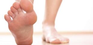 Apró foltok, sebek a talpon: a diabéteszes lábszárfekély legelső jelei - Egészség   Femina