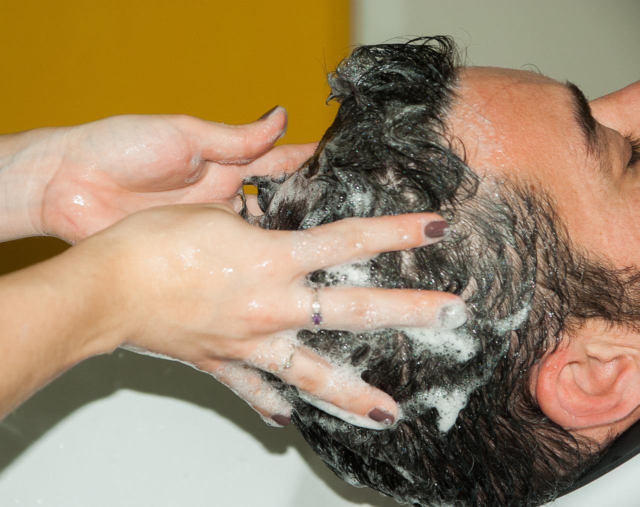 vörös foltok jelentek meg a fejbőr fotóján
