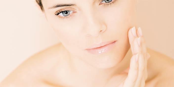 vörös foltok az arcon vízzel történő mosás után kezdő pikkelysömör kezelése