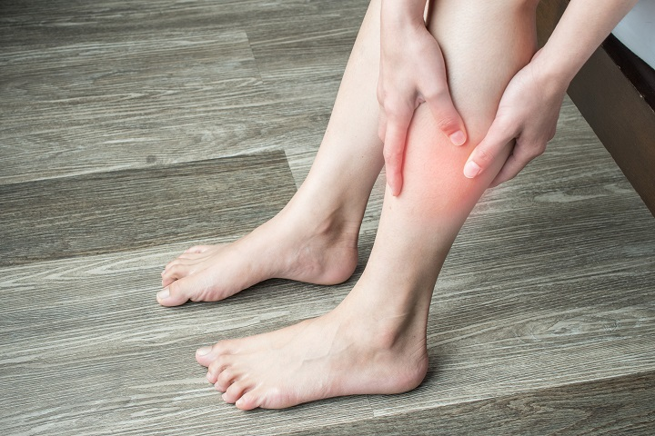 a lábán megnő a vörös folt)