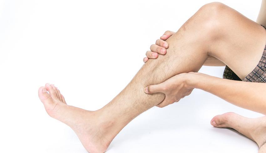 lábfájdalom és vörös foltok)